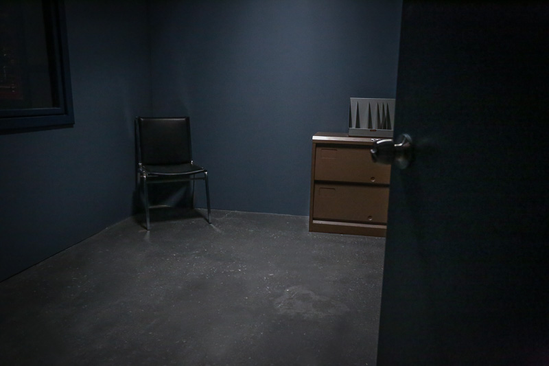 interrogation room standing set
