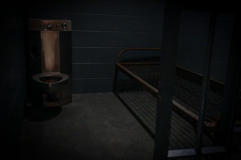 prison standing set