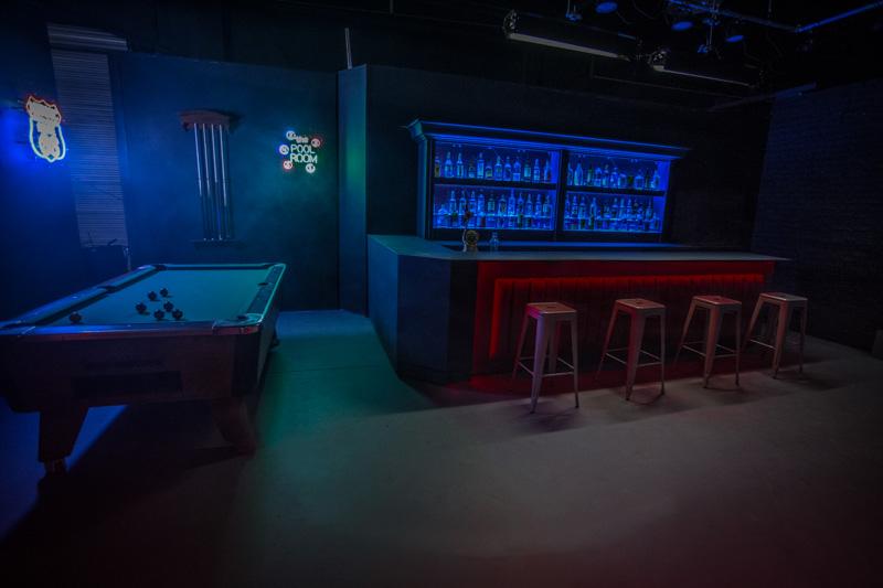 bar standing set in la